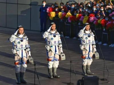 青岛空压机祝贺神州十二号载人飞船发射成功!