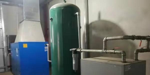 螺杆空压机要定期放水,否则......